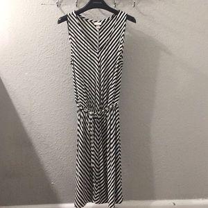 Merona stretchy black and white flowy dress